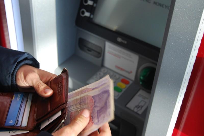 ATM in Kambodscha - zwei Währungen aber nur eine am Automaten