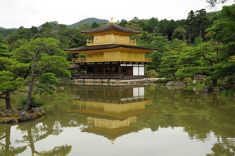 Wasserspiegelung des Golden Pavillon