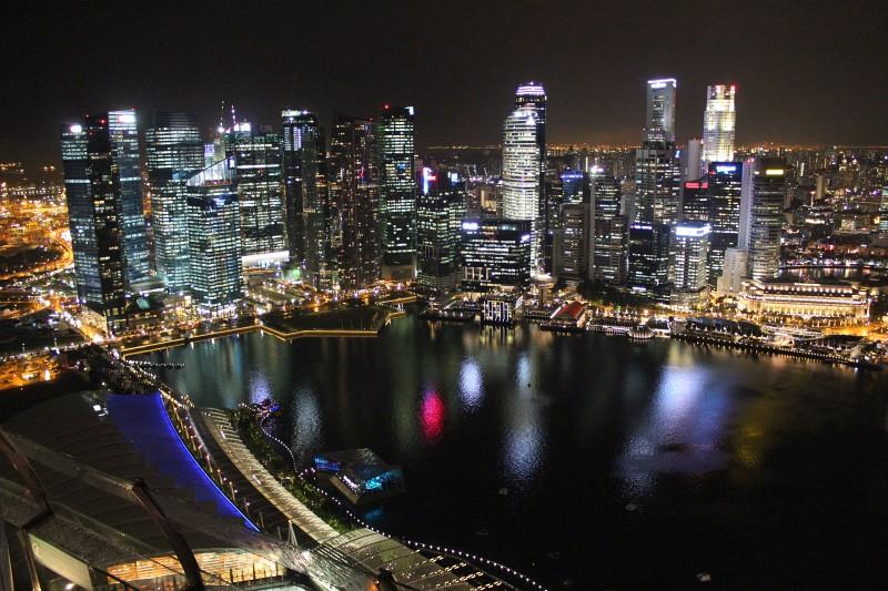 Nächtliche Aussicht auf die Marina Bay