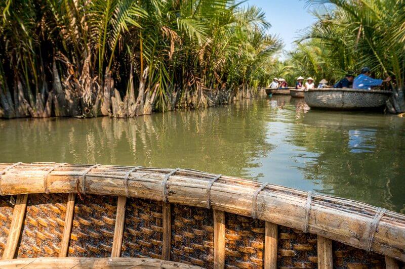 Bootsfahrt in einer Nussschale in Hoi An