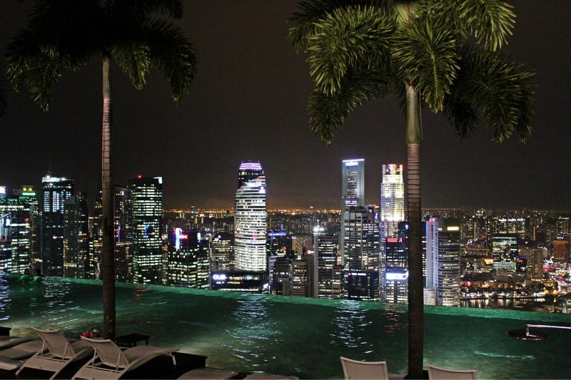 Pool des Marina Bay Sands bei nacht