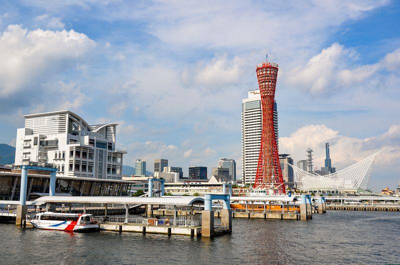 Der rote Port Tower in Kobe