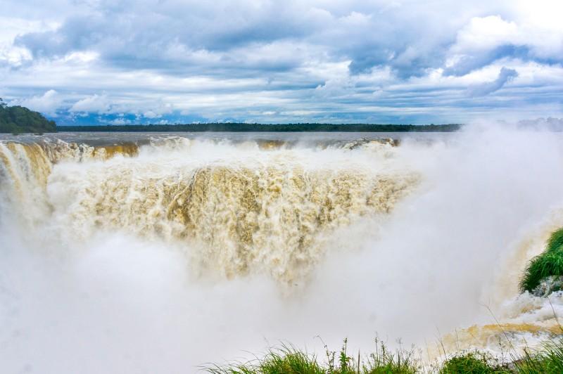 Teufelsschlund in Iguazu Argentinien